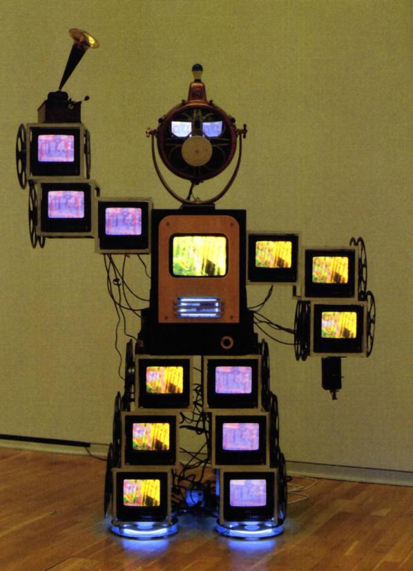 1963, Nam June Paik réalise Zen devant la tv.