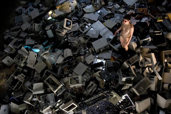 UKI – Trash Mistress [Radíe Manssour] (2009) by Shu Lea Cheang – Photo by Rocio Campana